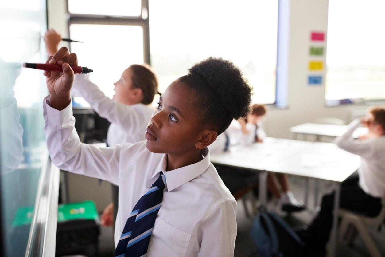 Top 7 Benefits of Using Interactive Displays in Your Classroom
